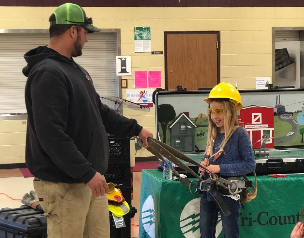 Tri-County Electric Provides Electrical Safety Demonstration to Fourth Grade