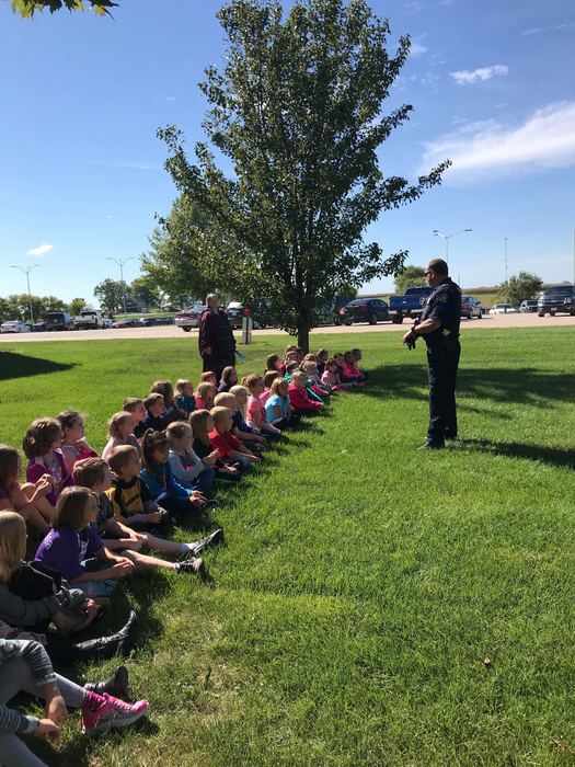 Officer Adams speaking to second grade students